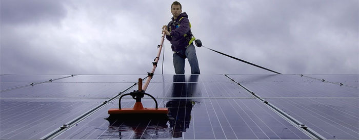 solar panel cleaning in London